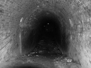 725972_dark_tunnel